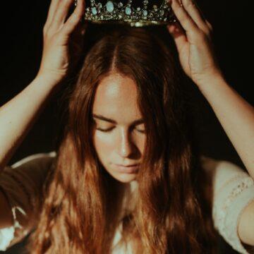 Jesteś Królową czy Farmerką? The Queen`s Code – Alison Armstrong